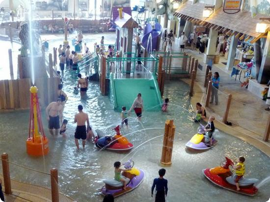 Tot Wading Pool and Waterslides at Great Wolf Lodge, Grand Mound WA