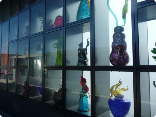 corning glass work case study Because, unlike most artwork, the glass objects in corning's collection would sparkle unharmed in sunlit display, and because they were to be shown primarily in the round rather than against walls, the conventions of museum enclosures could be rethought.