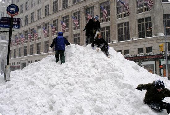 Enjoying the Snow in Manhattan (Blizzard 2003)
