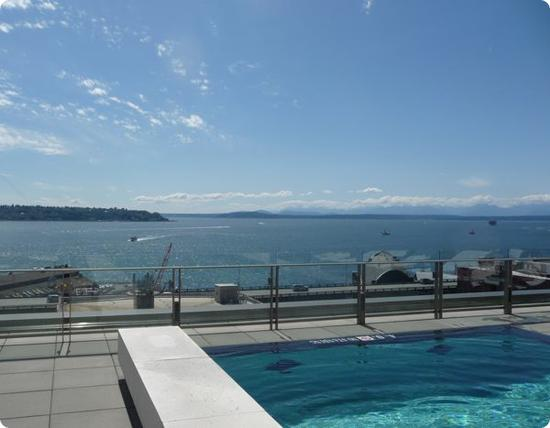 Seattle Four Seasons Outdoor Pool