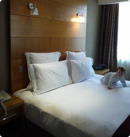 King Bed at the Parkcity Hotel in London (baby not included)
