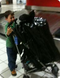 E helps with the baggage at San Juan airport