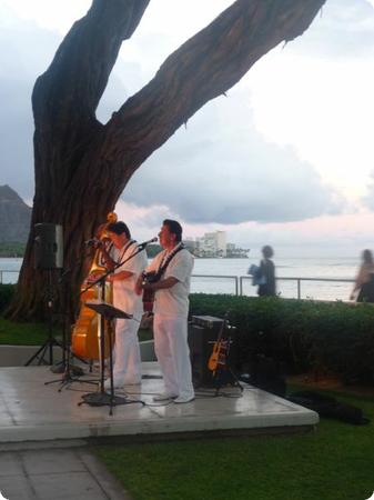 Hawaiian music and a beautiful sunset, what could be better?