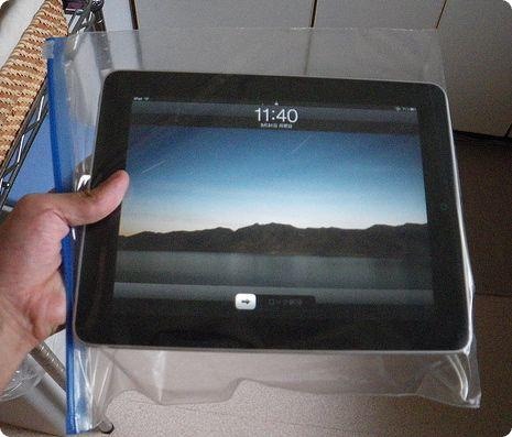 Using a Ziplock Bag as a waterproof case for an iPad