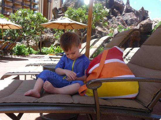 Time to check in on Twitter (there's free WiFi on the Aulani Resort grounds and in guest rooms)