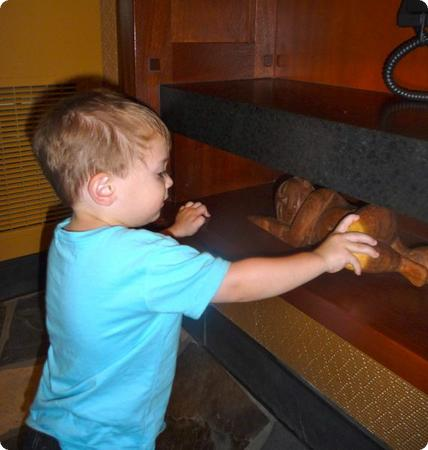 Menehune (mischievous Hawaiian little people) are hidden in odd locations around the Aulani Resort